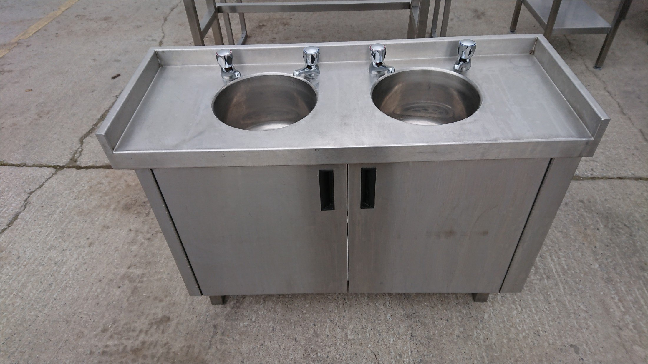 Picture of: Used Stainless Steel Double Bowl Bar Sink Cabinet 107cmw X 40cmd X 73cmh H2 Catering Equipment