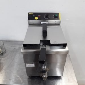 New B Grade Buffalo CP793 Single Table Top Induction Fryer 7.5L For Sale