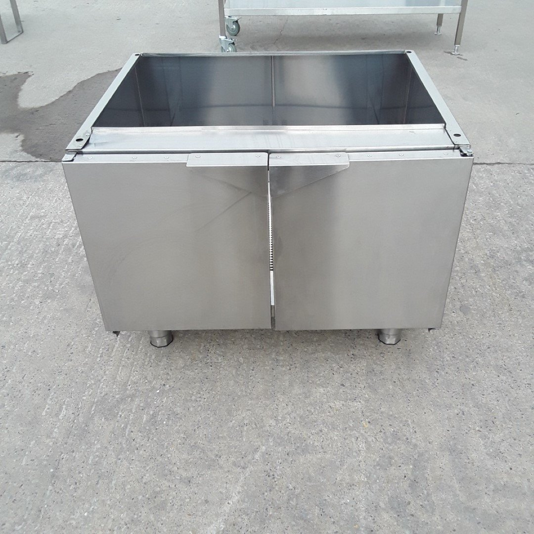 New B Grade   Stainless Steel Stand For Sale